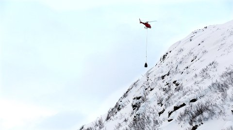 PÅ ET STØRRE OPPDRAG: Statens vegvesen har sendt ut daisybell på et større skyteoppdrag i Loppa kommune.