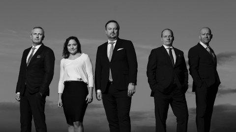SATSER STORT: Eierne av Advokatfirmaet FINN. Fra venstre: Rune Stenstrøm, Tove Julin Pettersen, Rudi Christensen, Geir Olav Pedersen og Morten Dragvik Elvevoll.