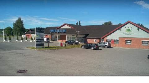 Fikk nei: Her ved Løken Senter ønsket Østfold Traktor AS å stille ut på lørdag. Det sa banken nei til, på grunn av kundeforhold med konkurrerende aktører.