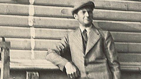 Theodor «Teddy» Kaastrup flyttet til Bryne i 1928, med familien, for å jobbe som poståpner. I 1943 ble han angitt til NS-myndighetene og forvist fra Rogaland.