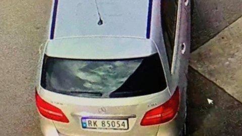 BILTJUVAR: To menn, utkledde som postbod, stal først ein postbil. Deretter stal dei ein sølvfarga Mercedes Benz med kjennemerke RK 850514 og ein mørkeblå Opel Meriva med kjennemerke XN 38566.