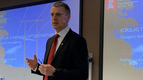 - Vi legger om til en mer moderne nettleie, som passer bedre til klimaomstillingene og elektrifiseringen som ligger foran oss, sier Kjetil Lund, administrerende direktør i NVE. (Foto: Morten Solli)