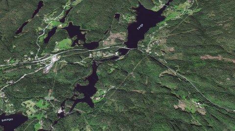 Konsulentfirmaet Rambøll skal blant annet hjelpe Nye Veier med oppkjøp av eiendommer i Kragerø, som her i Farsjø-området. (Foto: Google Earth)