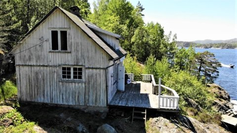 RØNNE: Hytta på Langøy er i dag i svært dårlig stand.