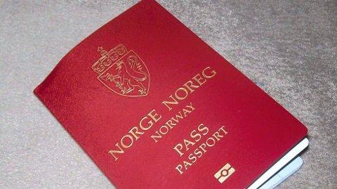PRISEN GÅR OPP: Fra nyttår vil et nytt pass for voksne koste 570 kroner. For barn under 16 år blir prisen 270 kroner.