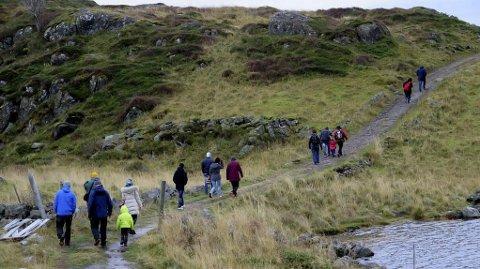 Turløype: Ballstad Turvei fra Skarsjyen vil sikre sammenhengene løype til det populære turmålet Kyllingdalen. Her er turgåere på vei til dalen.