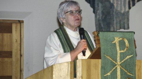Avslutning: Søndag ble Ann-Helen Fjeldstad Jusnes takket av som prost i Lofoten. Om knappe to uker vigsles hun som biskop i Sør-Hålogaland . Foto: Eirik Eidissen