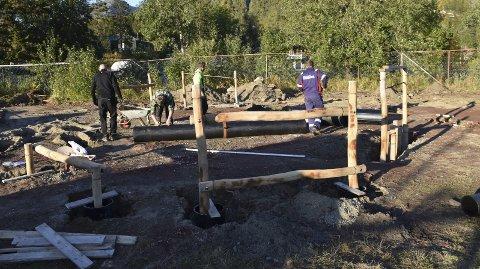 Hinderløype: SIL idrettsskole bygger en hinderløype til 100.000 kroner ved Stranda stadion.Begge foto: KristiAN Rothli