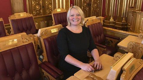 HJELPER: : Mona Fagerås ber fiskeriministeren se på om det ikke finnes muligheter for å gi Einar Lind en kvote.