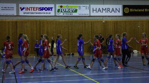 VENNSKAPSKAMP: Vennskapskampen mellom Grindheim og Lyngdal jenter 13 endte uavgjort.