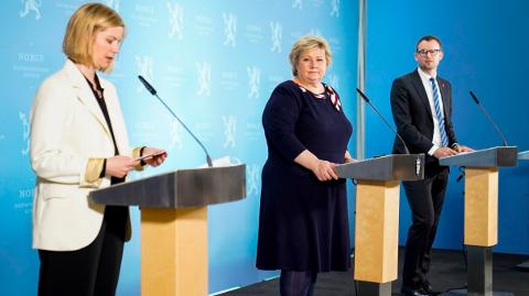 PRESSEKONFERANSE: Fra regfjeringens pressekonferanse tirsdag ettermiddag. Fra venstre næringsminister. Fra venstre kunnskap- og integreringsminister Guri Melby (V), statsminister Erna Solberg (H), og barne- og familieminister Kjell Ingolf Ropstad (KrF).