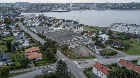 BYGGEPLANER:  Her foreligger det en gigantplan om nytt leilighetskompleks over fem etasjer .