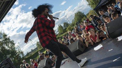 ARIF: – Jeg har bodd mange steder i livet mitt, men å være på Bogerud igjen føles som hjemme, sa den kjente rapperen Arif under konserten på Bogerud sist helg. FOTO: Francesco Rivetti