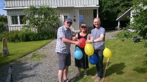 Medlemmer i Gatekomiteen forbereder til gatefest. F.v. Øyvind Berge, Tone Ingulstad og Steinar Rypestøl