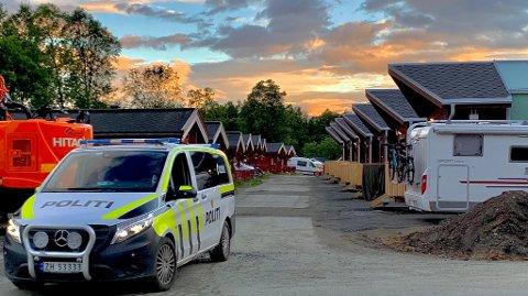 Her er politiet på Tromsø camping klokken 03.45 natt. Foto: Stian Saur