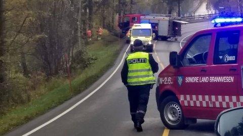 DØDSULYKKE: Bilføreren i 60-årene fra Land mistet livet i trafikkulykken søndag morgen.