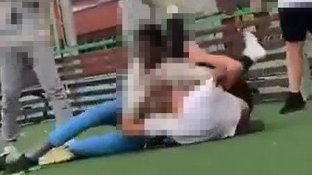 SOSIALE MEDIER: En video av slåsskampen ble raskt spredd i sosiale medier. Ifølge flere foreldre på Kopperud har både hendelser og trusler blitt spredt på denne måten tidligere.