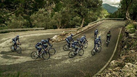 Trening i Spania: Carl Fredrik Hagen og laget hans, Team Joker Icopal har nettopp kommet hjem fra enn 12 dagers treningsleir på Mallorca. Mengdetrening sto på programmet. Her er laget på vei opp bakkene utenfor Palma.alle foto: team joker icopal