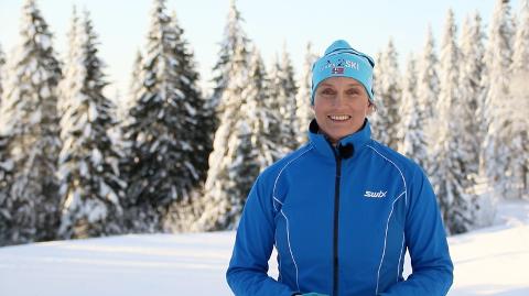 LÆRER BORT TEKNIKK: Sammen med tidligere toppløpere i langrenn, lærer Siri Halle mosjonister å gå riktig på ski. Hun stiftet Learn2ski for 10 år siden.