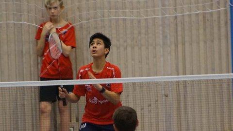 KONSENTRASJON: Badminton er en idrett som krever fokus. De aller eldste under Follosmashen gikk virkelig inn for det.
