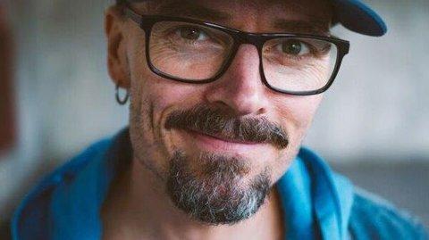 KIRKEKONSERT: Ole Børud, kjent fra Stjernekamp, stiller på konsert med band og stort kor i Sofiemyr kirke fredag 29. mars.