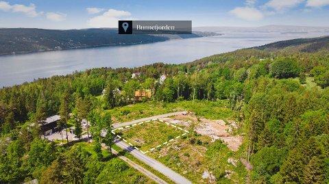UTSIKTSTOMT: Bygger du et hus med terrasse på toppen, vil du få en fantastisk utsikt med sol både ettermiddag og kveld, samtidig som du ser ned til Bunnefjorden, ifølge eiendomsmegleren.