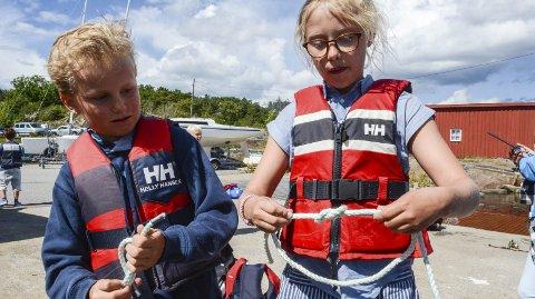 Nyttig: William Cock og Isabella Miani fra Oslo har lært seg flere knuter i løpet av sjøleiren.