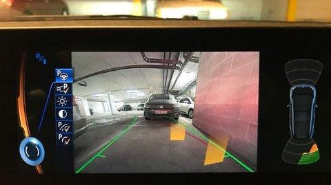 SLIK: Når ryggekameraet er rent, er det naturlig nok lettere å ha oversikt over hva som er bak bilen.