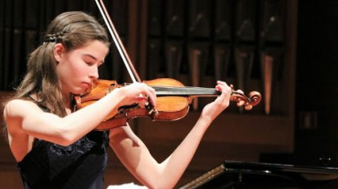 FIOLIN: Bjørg Pas har spilt fiolin siden hun var fire år gammel. Siden den gang har hun vunnet flere priser både nasjonalt og internasjonalt.