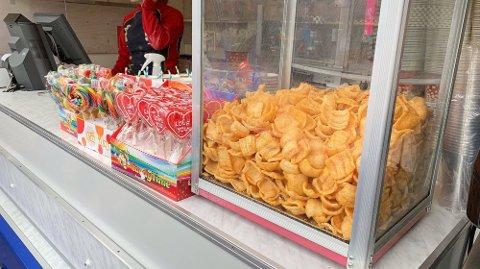 PRISINFORMASJON: De fleste varene i kiosken manglet pris. Foto: Lena-Christin Kalle.
