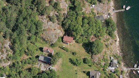 Stien er på kartet merket opp ved huset rett ved skogen.