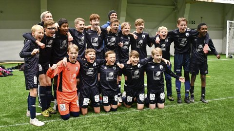 Rana FKs G13-lag vant 9–1 mot Mosjøen i semifinalen sist helg. Finalen mot Innstranda må derimot utsettes. Flere av spillerne på laget er i koronakarantene på grunn av smitte på Rana ungdomsskole. Foto: Gøran O. Pedersen