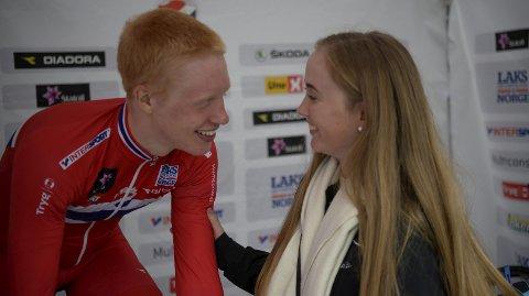 Andreas Leknessund fikk god støtte av kjæresten Ingvild Gåskjenn etter 8.-plassen på VM-tempoen. Med ett ble humøret veldig mye bedre.