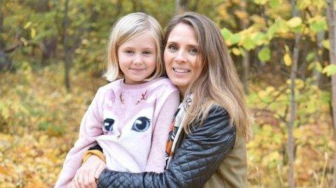 FORNØYD: I dag spiser Kerstin (7,5) mye sunnere mat, og er ikke like sugen på søtt som for 2,5 år siden. Foto: Privat/Sara Jonasson