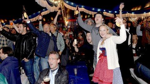 Allsang: Publikum var raskt med på notene: Trond Viken (foran f.v.) og Rebecca Lystad. Bjørn Erik Brekke (bak f.v.) og Christoffer Solstad.Alle Foto Kurt A. Høyessen