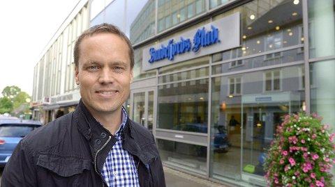 FORNØYD: Antall heldigitale lesere av Sandefjords Blad går opp, og sørger for et postivt opplagstall for Sandefjords Blad. Det er ansvarlig redaktør Steinar Ulrichsen fornøyd med.