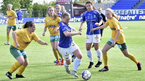 Det endte med poengdeling etter 0-0 i toppoppgjøret mellom serieleder Raufoss og Sarpsborg 08 i 2. divisjon torsdag ettermiddag. Dette bildet er fra S08-damenes oppgjør mot Ullensaker/Kisa på Sarpsborg stadion sist helg. (Foto: Kjetil A. Berg)