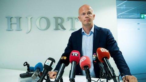 Bistandsadvokat Svein Holden under pressekonferansen tirsdag.