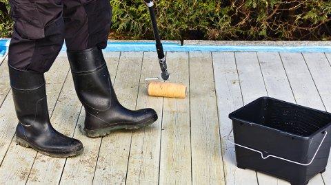 Terrassebeis-rensen er lutholdig og fjerner både smuss og gammel overflatebehandling.