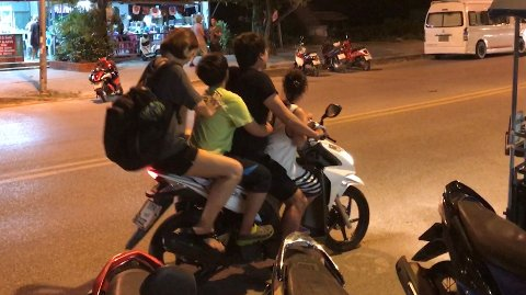 Trygg Trafikk anbefaler at du dropper mopedkjøring i Thailand.