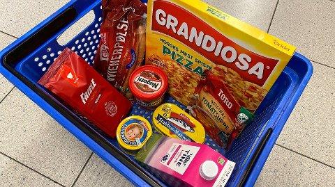 HVERDAGSVARER: Denne uken har vi valgt en rekke matvarer mange bruker til daglig i ukens handlekurv. Foto: Nina Lorvik (Mediehuset Nettavisen)