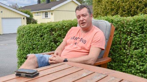 Tips om firmaer: - Kommunen bør omgående informere om lokale rørleggerfirmaer som kan installere vannmålere, sier Ronny Neegaard i Åkerveien i Askim