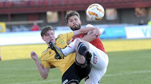 Johannes Hinna (her i duell med Brynes Rogvi Baldvinsson tidligere denne sesongen) og Sola har slitt kraftig denne sesongen. Det blir nye tøffe tak når Stjørdals/Blink kommer på besøk.