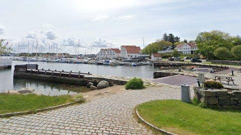 """Fire av de fem dyreste leilighetene til leie i kommunen ligger i Tananger, og den aller dyreste er i Havnevegen 52. Med på """"kjøpet"""" får du også en egen båtplass i Tananger indre havn."""