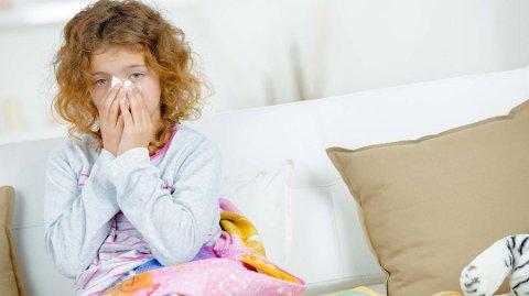 Mange blir syke av dårlig inneklima. Da kan det være bedre å ta seg en tur ut i frisk luft enn å holde senga. Foto: Colourbox/ANB