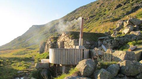 Badestampen på Stavali turisthytte må vekk. Det har Fylkemannen i Hordaland bestemt. Foto: Bergen og Hordaland Turlag