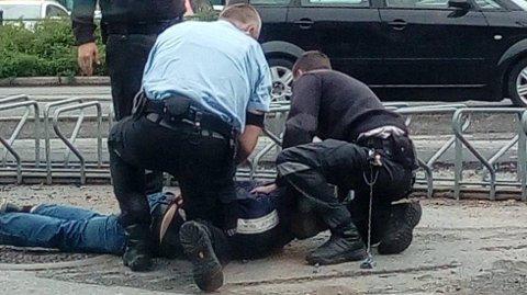 IKKE VELKOMMEN: Politiet bisto vekterne. Foto: TA-tipser
