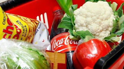 SPENNING: Det var knyttet spenning til hvordan matvareprisene utviklet seg i juli. Foto: Erlend Aas (NTB scanpix)