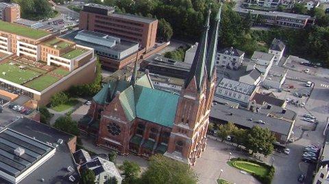 RENOVERING: Skien kirke og flere av de andre kirkene i kommunen trenger renovering. Tirsdag fikk de bevilgning av formannskapet i Skien.