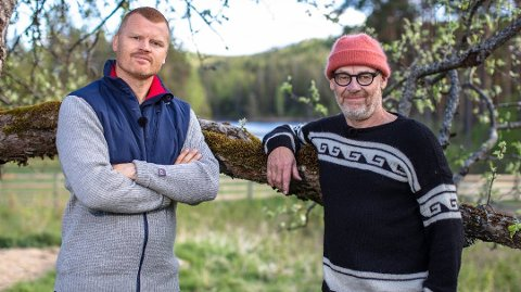 HANEKAMP: Det ble tøff tvekamp mellom John Arne Riise og Espen Thoresen da de møttes i kunnskapskonkurranse søndag kveld. Etter den uoppgjorte feiden mellom dem var stemningen til å ta og føle på. Foto: TV 2